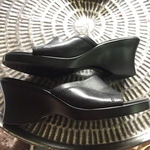 Easy spirt slides Mules Sandals Black Leather Sz 9